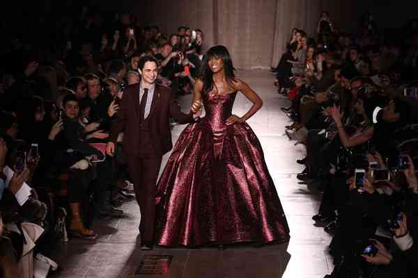 Zac+Posen+Runway+Mercedes+Benz+Fashion+Week+VVCUA4jxhTXl