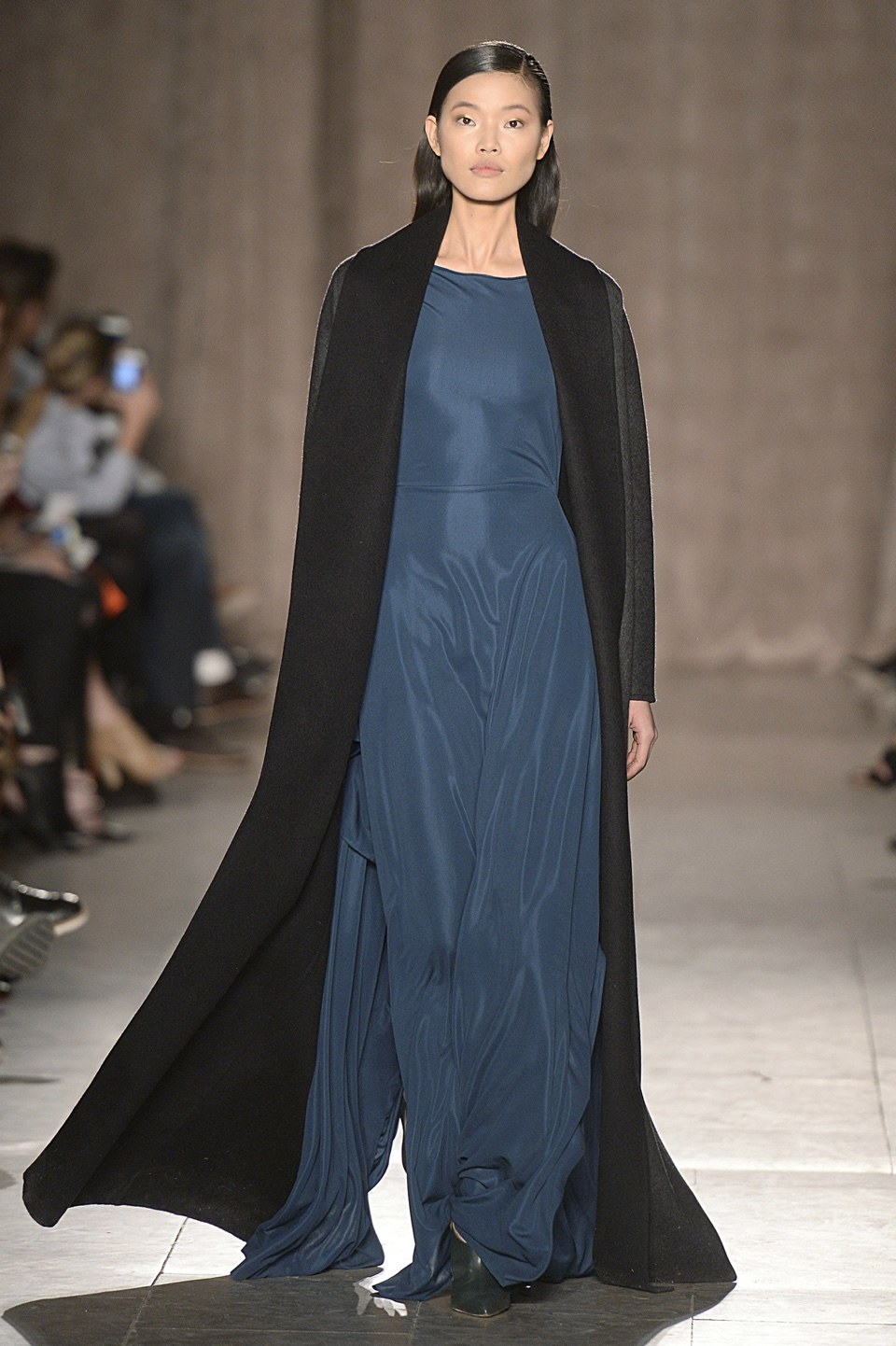 zac-posen-runway-rtw-fall-2015-new-york-fashion-week-1